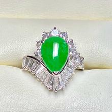 Imperial Green 4 carat Jadeite 1960's era ballerina ring with about 3 carats plis of D color VVS1 to Flawless diamonds, platinum size 7 (can be sized) or made into a pendant/enhacer for pearls or a platinum chain