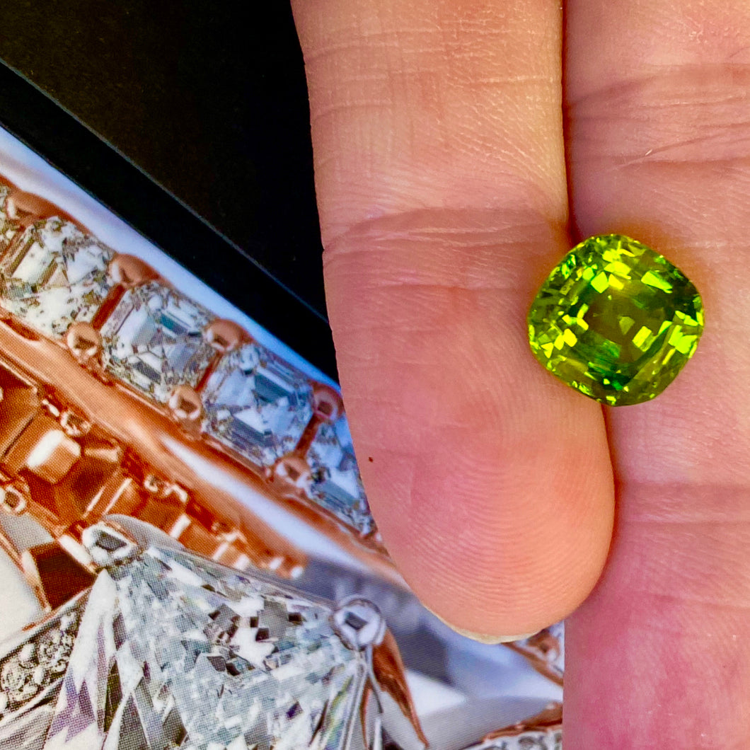 Peridot, 4 ct. Arizona, Gorgeous Cut, Top Quality, VVS, No Treatment