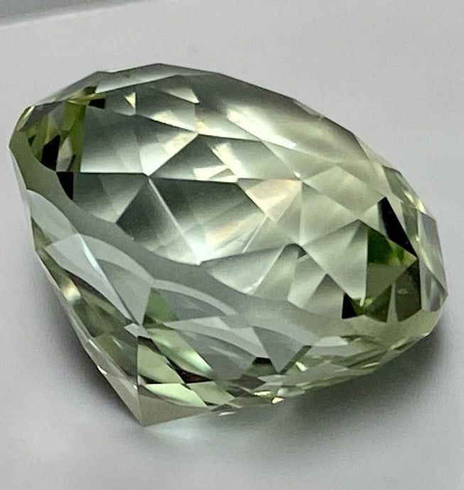 Topaz, 15.14 ct. Yellow-Green, Russia, No Treatment, Round Cut, Flawless