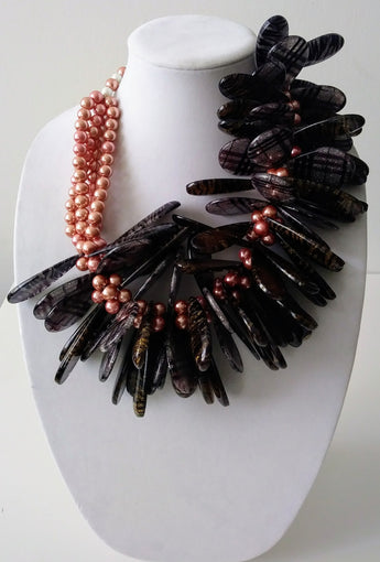 McKenzie Acrylic w Beads Fan Necklace