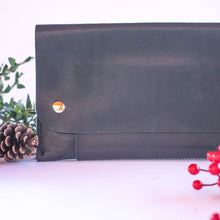 LILYAN JAMES: Travel Wallet - SB Shop