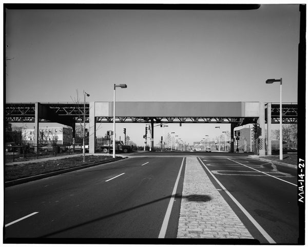 Washington Street Elevated, at Melnea Cass Boulevard, 1982