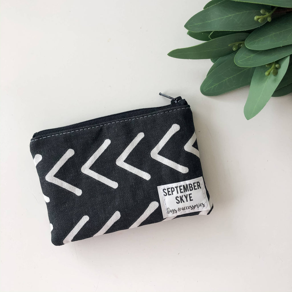 Mini coin purse in black and white arrow
