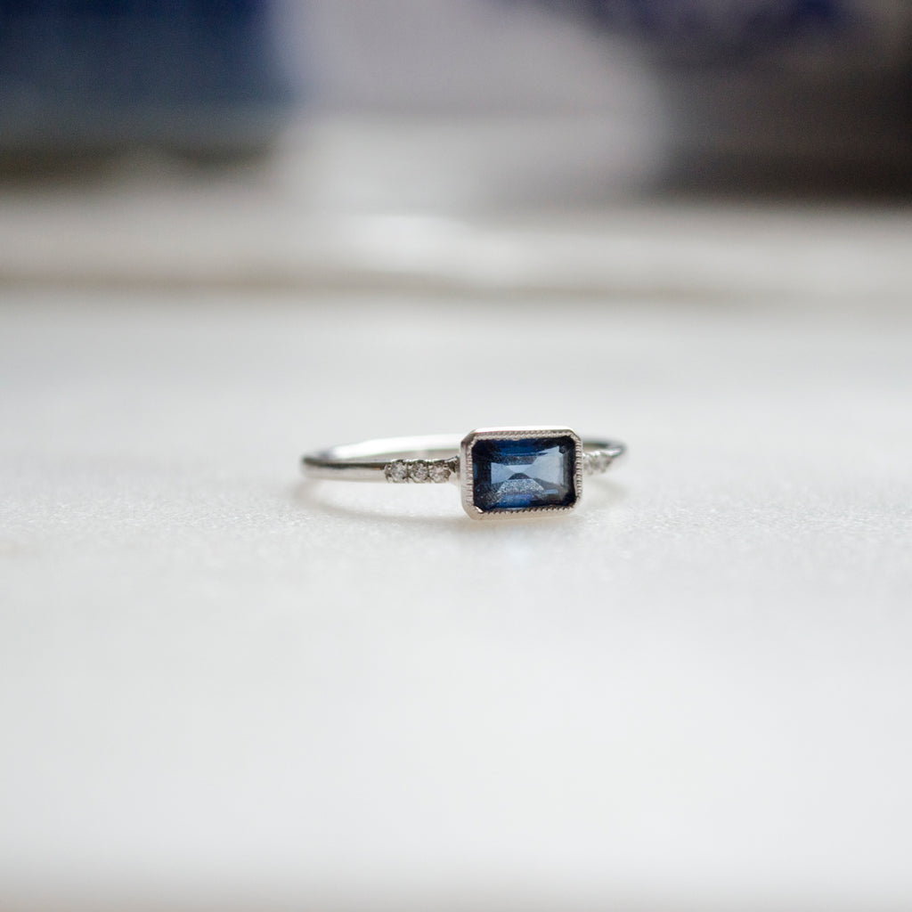 Sapphire Ys Ring