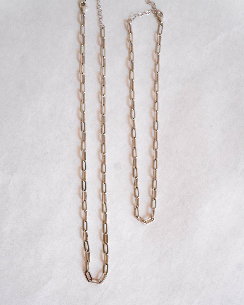 Silver oval chain necklace