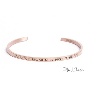 Rosé gouden bangle quote armband met de tekst Collect Moments Not Things.