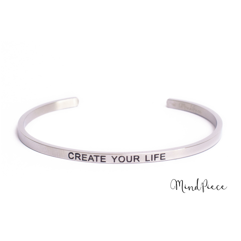 Zilveren bangle quote armband met de tekst Create your life