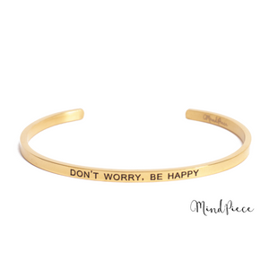 Gouden bangle quote armband met de tekst Don't Worry, Be Happy