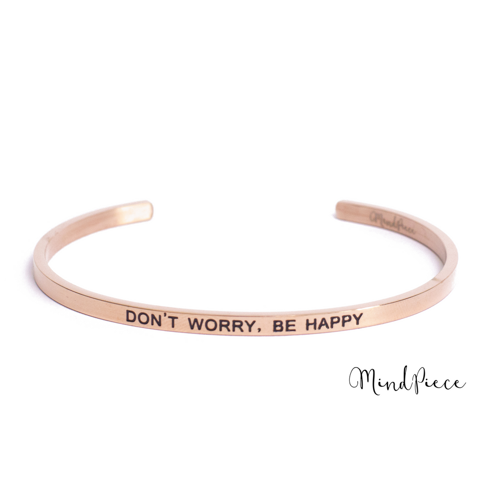 Rosé gouden bangle quote armband met de tekst Don't Worry, Be Happy