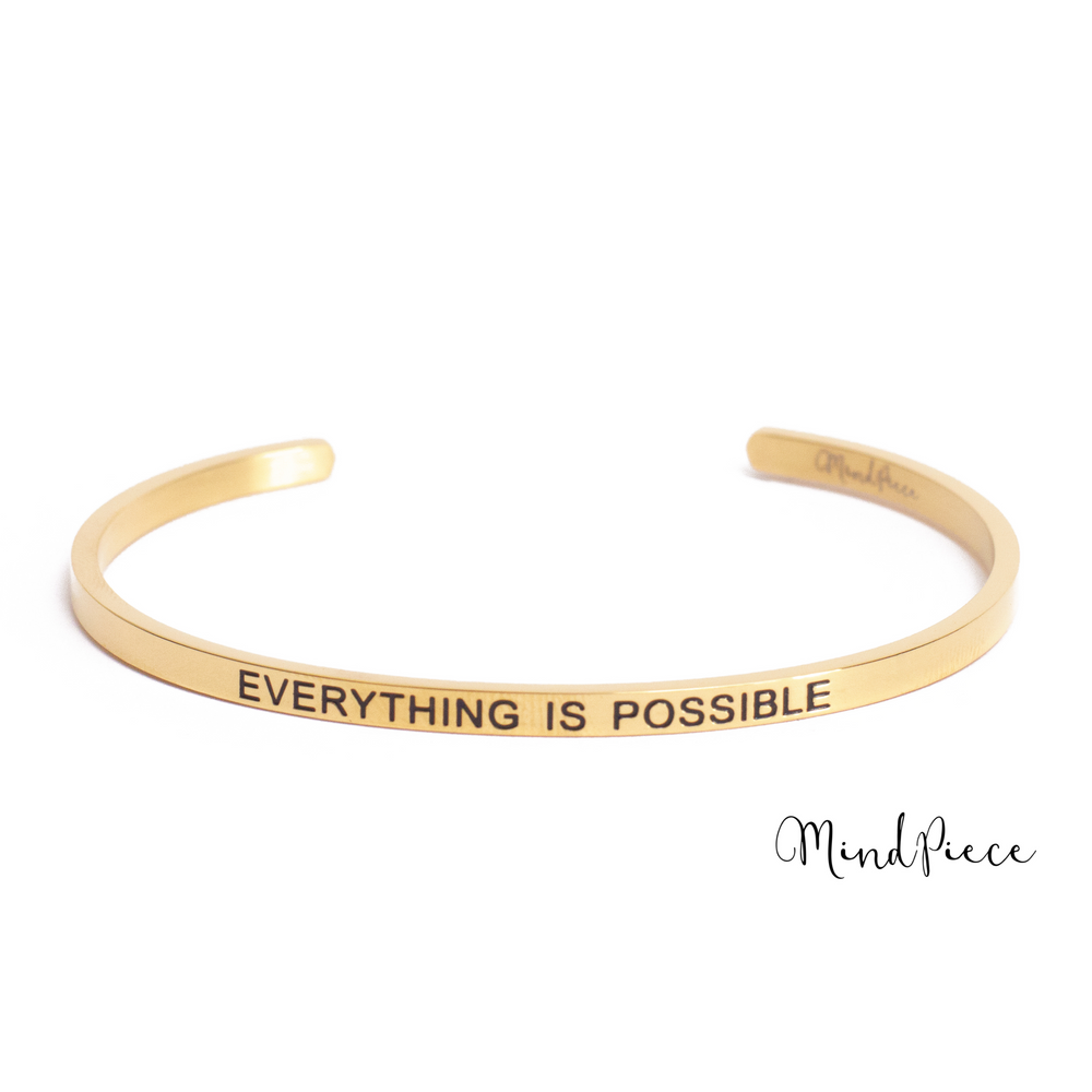 Laad afbeelding in Gallery viewer, Gouden bangle quote armband met de tekst Everything is Possible