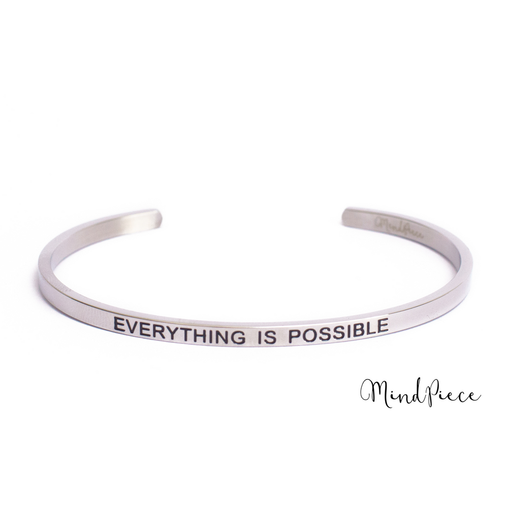 Load image into Gallery viewer, Zilveren bangle quote armband met de tekst Everything is Possible