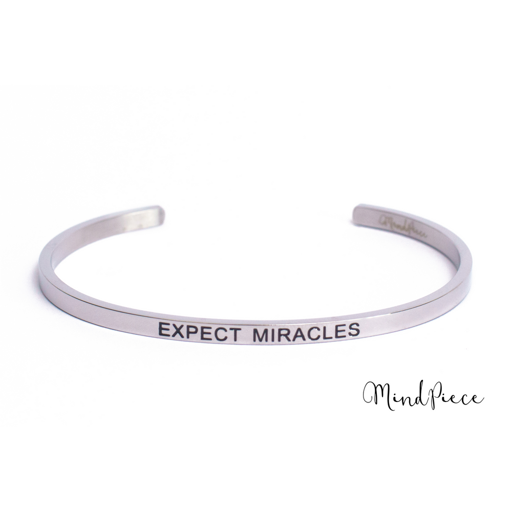 Zilveren bangle quote armband met de tekst Expect Miracles