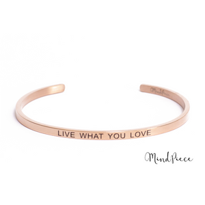Rosé gouden bangle quote armband met de tekst Live with you Love