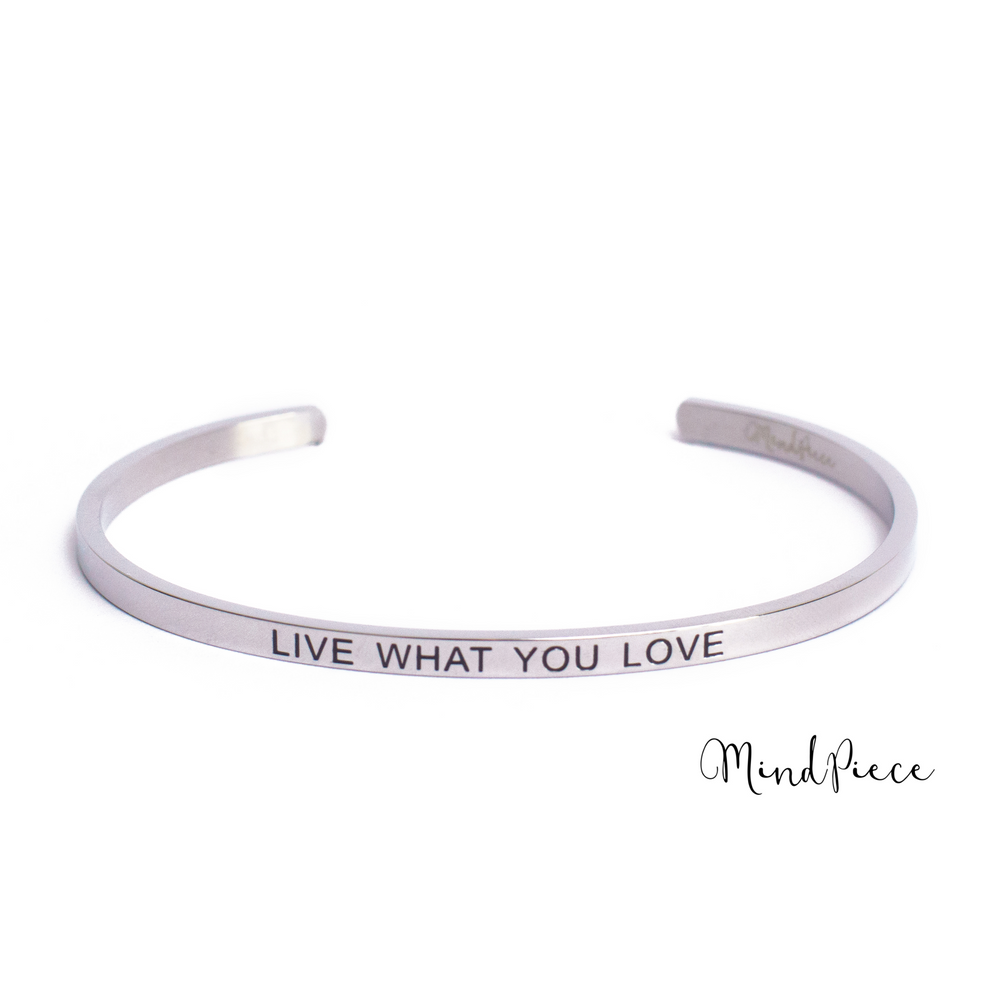 Zilveren bangle quote armband met de tekst Live with you Love