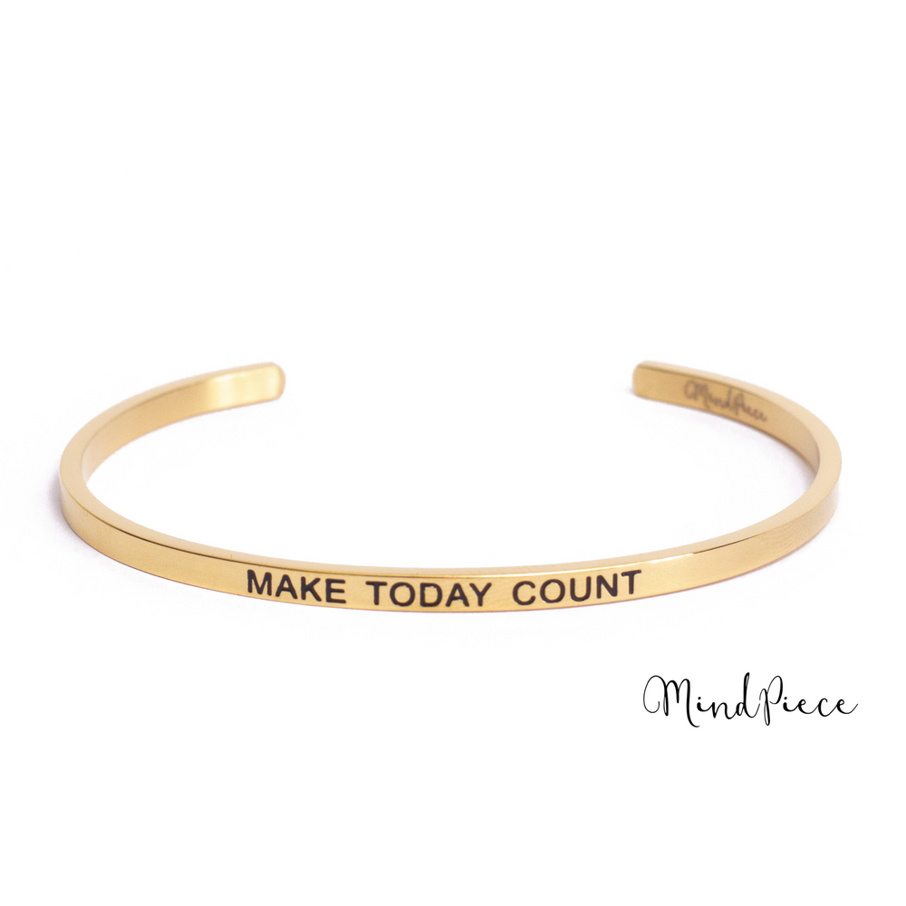 Gouden bangle quote armband met de tekst Make Today Count