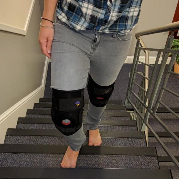 review of Essential Wellness hinged knee brace for travelling