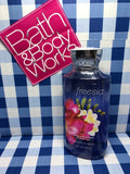 GEL DOUCHE  / Bath & Body Works Freesia Body Wash Shower Gel 10 Fl.oz / 295 mL