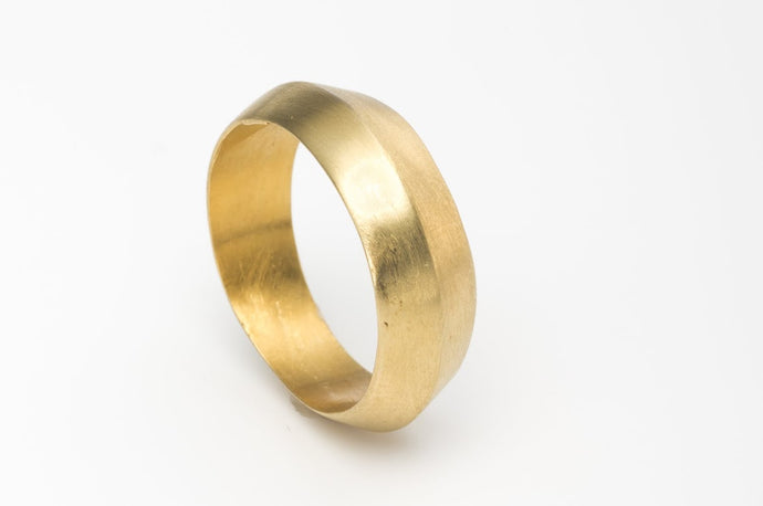 Alternative Wide Wedding Ring in 14k Gold