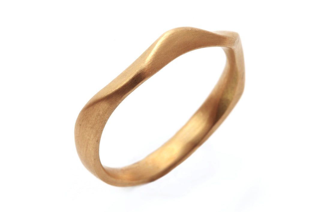 Alternative Unique 18k Wedding Band