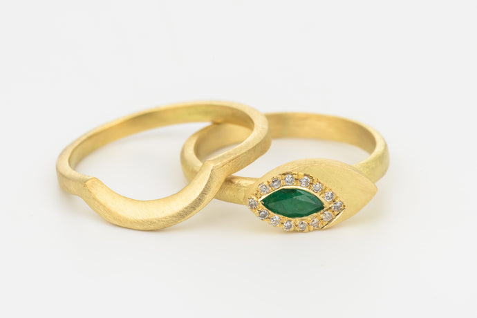 Wedding Ring Set with Emerald & Diamonds