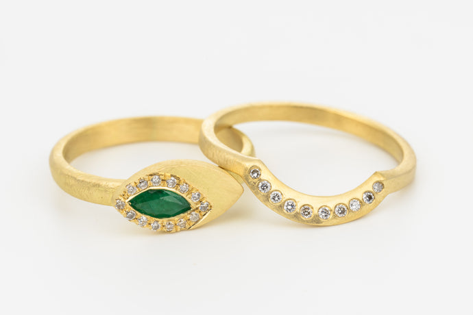 Diamond Emerald Wedding Rings Set