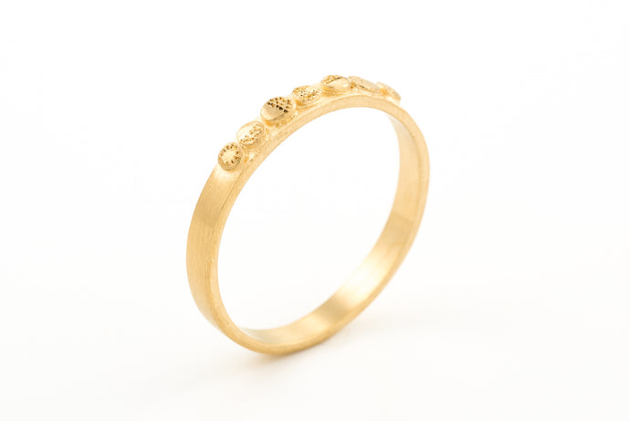 18k Yellow Gold Thin Delicate Wedding Band