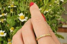 Load image into Gallery viewer, 18k Yellow Gold Thin Delicate Wedding Band