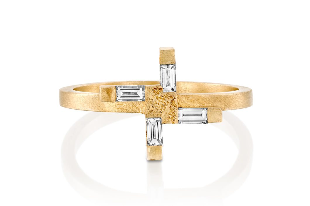 18k Baguette Engagement Ring set with Diamond