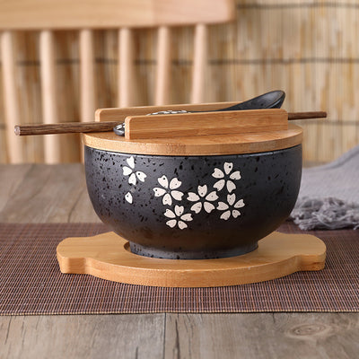 Trend Japanese sakura soup ramen noodle bowl box Classic vintage black ceramic bowl with a spoon and chopsticks cover Japan Cuisine tableware