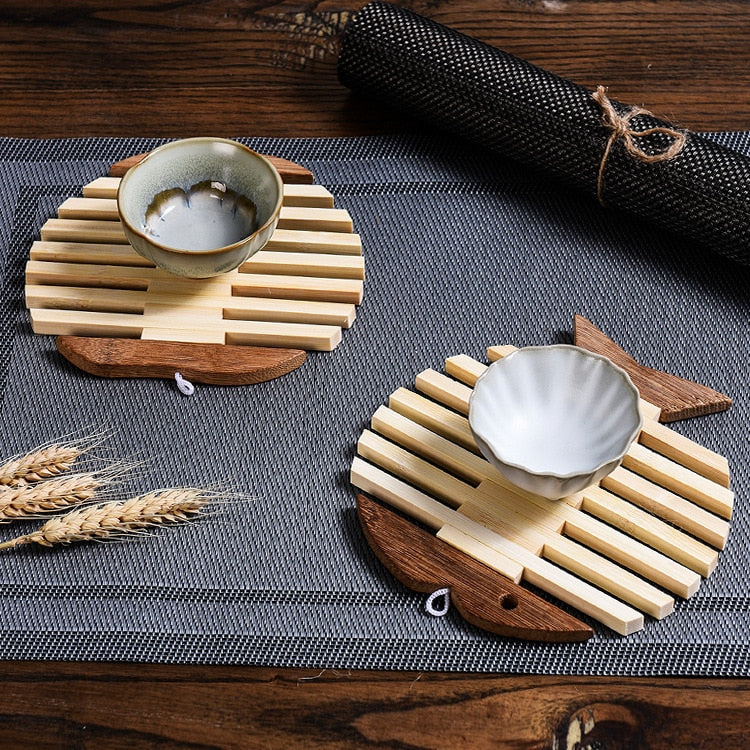 Japanese Wooden Bamboo Table Mat Kitchen Pad Mat Non-slip Insulation Heat Holder Coasters Stand Hot Mats Apple Fish Shaped set Japan Dining Room Tableware