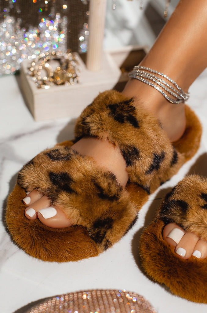 Luxe Loungin Slippers | Brown