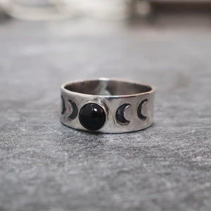 Moonrise Ring in Black Onyx