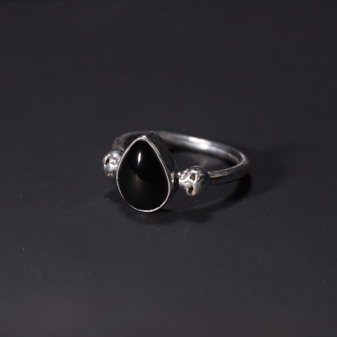 Gothic skull ring with whitby jet