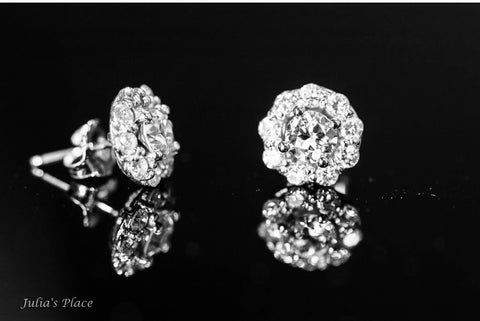 Diamond stud earrings .JPE01