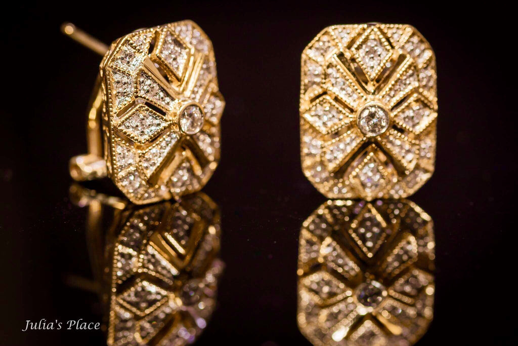 Gold and diamonds earrings. ME02
