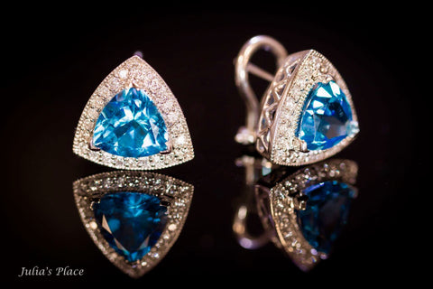 Triangle blue topaz earrings in 14 k white gold. LWE04
