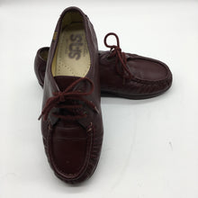Load image into Gallery viewer, SAS Women's Siesta lace up Comfort Shoe Sz 7 Pre-owned