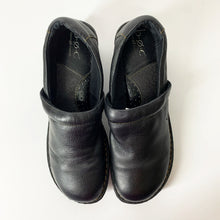 Load image into Gallery viewer, B.O.C Womens Black Peggy Clogs (11M)