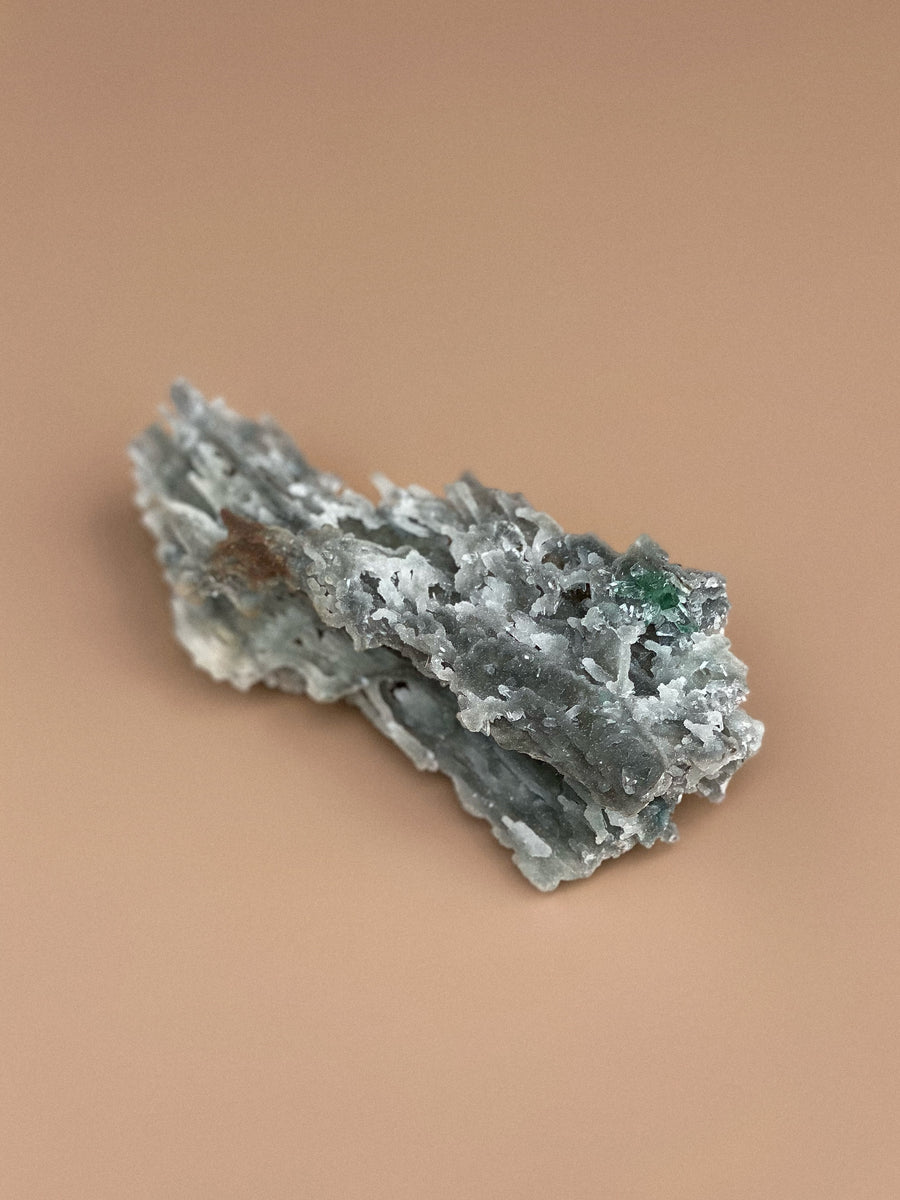 Chalcedony with Heulandite and Green Apophyllite