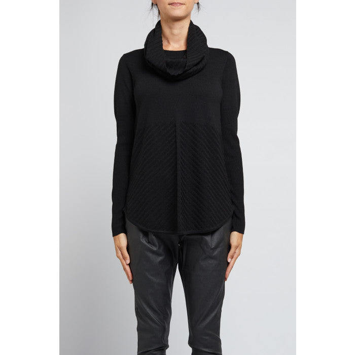 Cable Merino Snood - Black