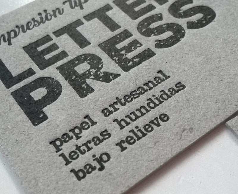 letterpress bajo relieve papel grueso color gris