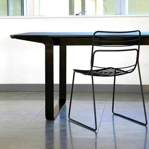 Reg Chair in Black or White - TSI Workspace