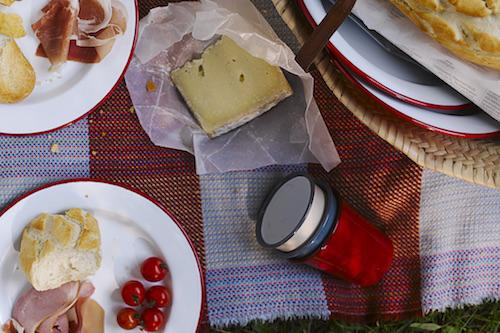 PERFECT PICNICS ARE MADE LIKE THIS.