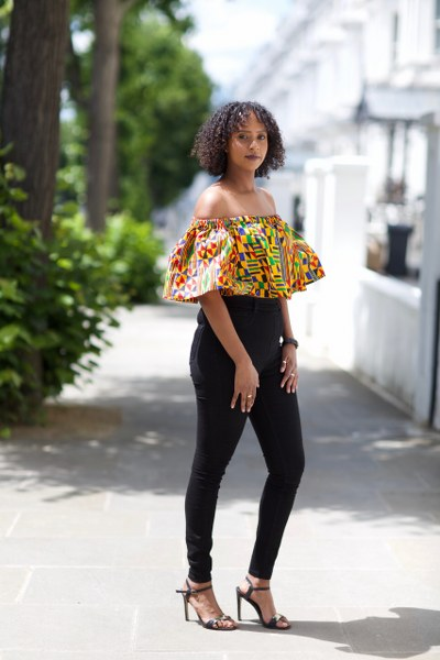Samantha off-the-shoulder Crop Top with Frill - M.A.DKollection