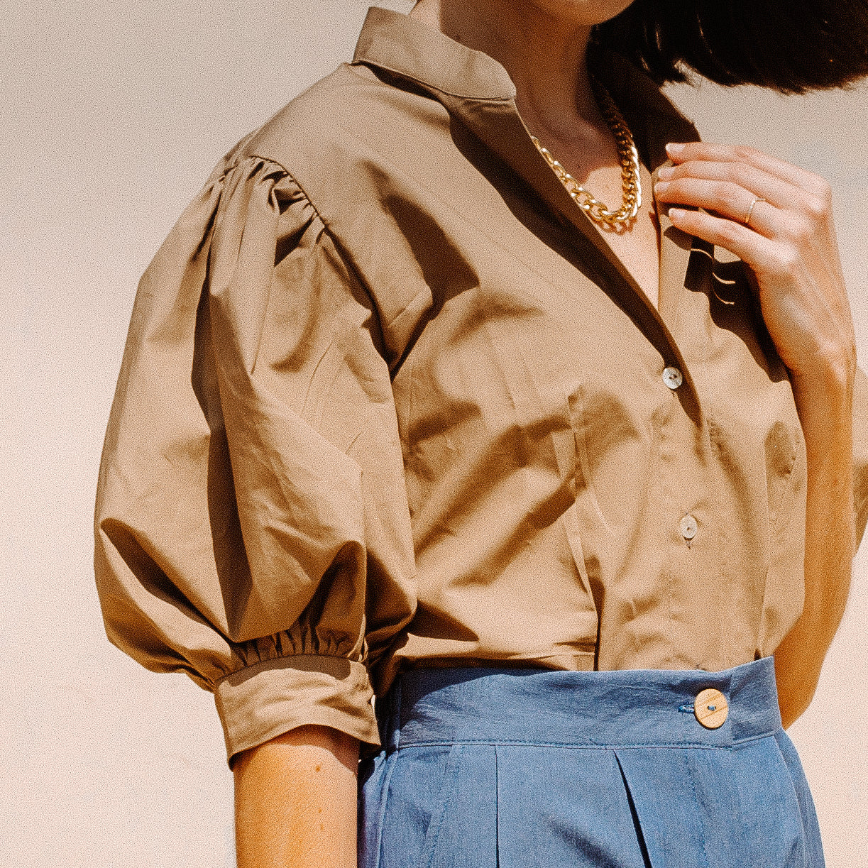 CELESTINE PUFF SLEEVE SHIRT IN TAN