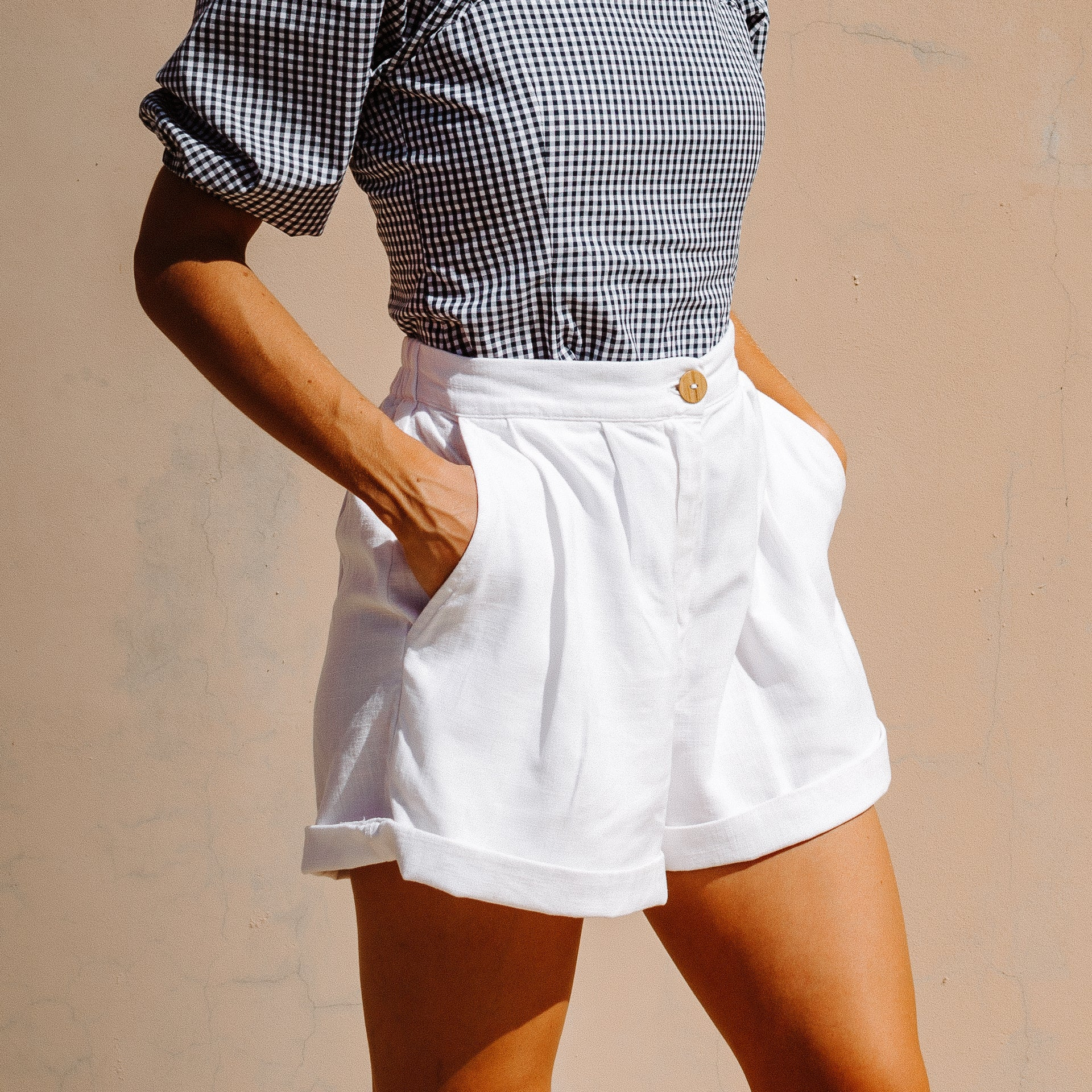 Scallop high waisted shorts in white