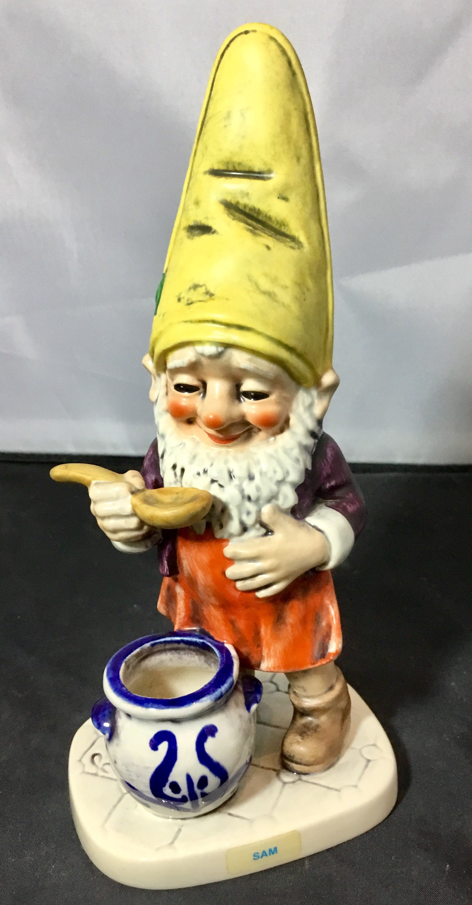 Goebel Gnome, Sam the Cook