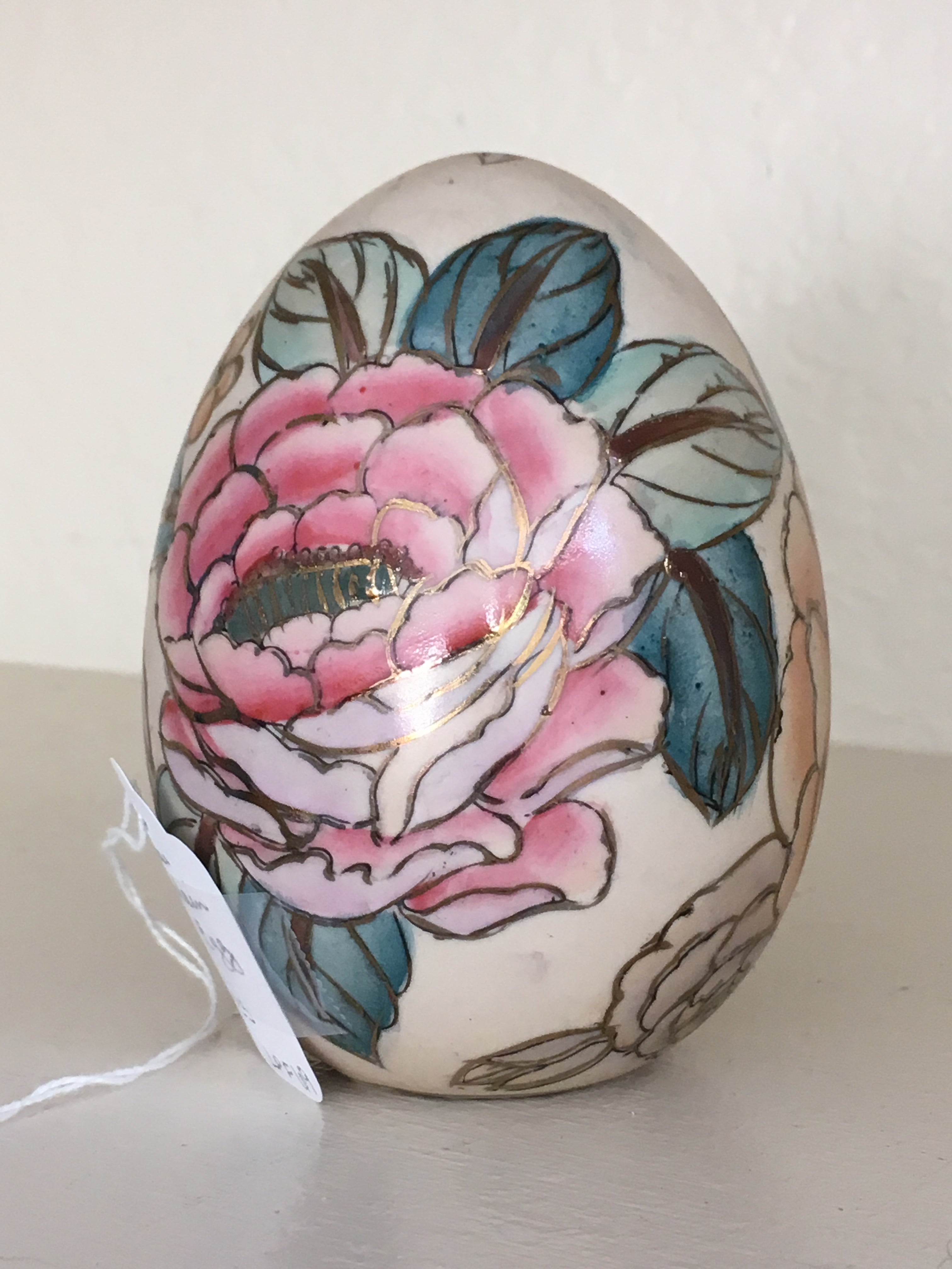 Chinese Porcelain Gold Highlighted Egg with Floral Design