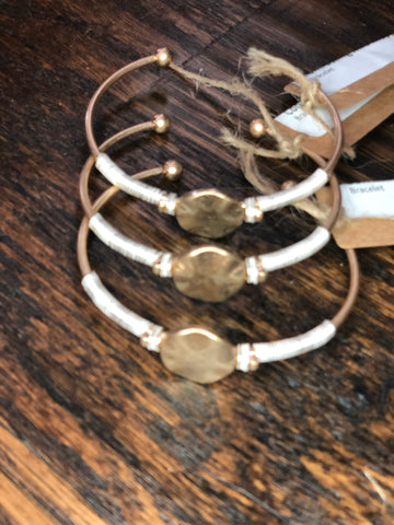 Gold Hammered Circle & Contrasting Wire Wrapped Bracelet