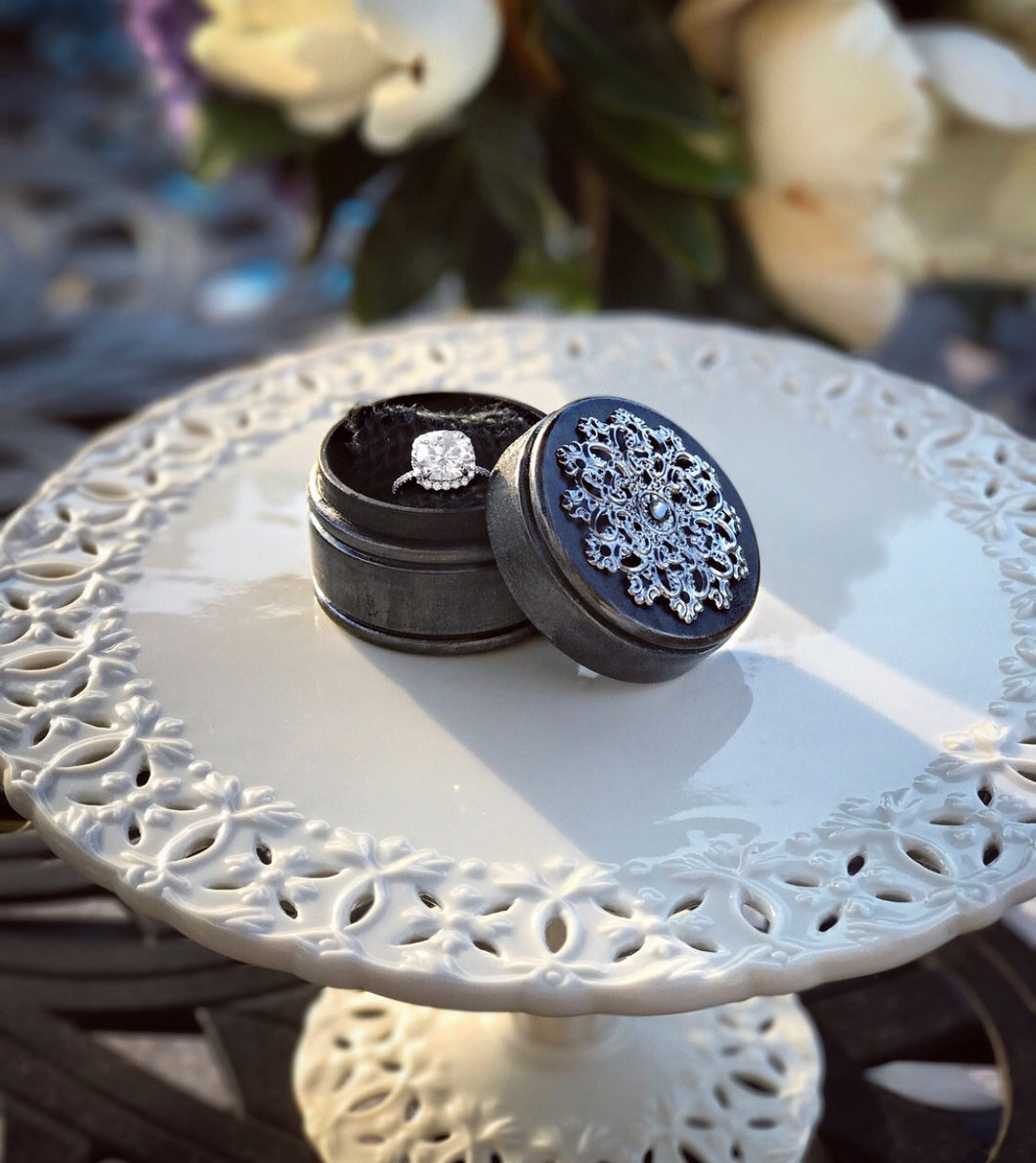 Antique Style Round Engagement Ring Box